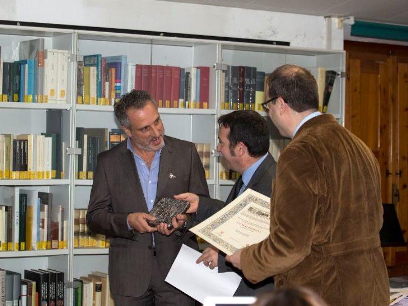 Guido Fiorini premiato da Paolo Santini, assessore alla Cultura