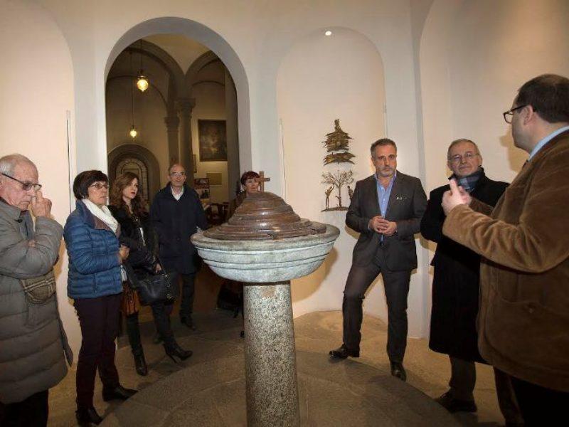I vincitori in visita al fonte battesimale di Leonardo