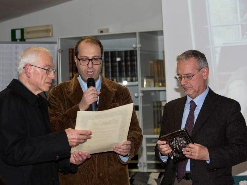 Il Proposto consegna il Premio a Marco Hagge
