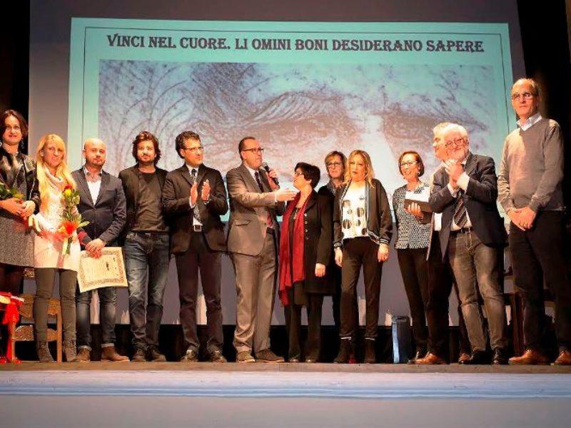 I premiati, con la Commissione , gli organizzatori e le figlie di Leonardo Berni