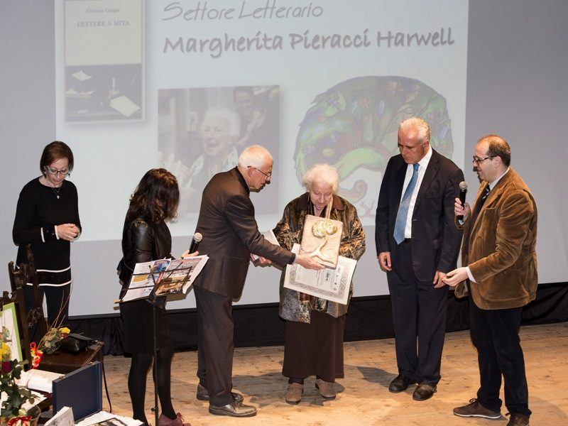 Margherita Pieracci Harwell premiata nel settore letterario de 'Li omini boni'