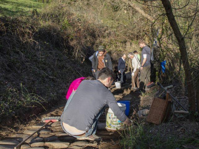 """I volontari sulla """"Strata"""" di Santa Maria alla Costareccia"""